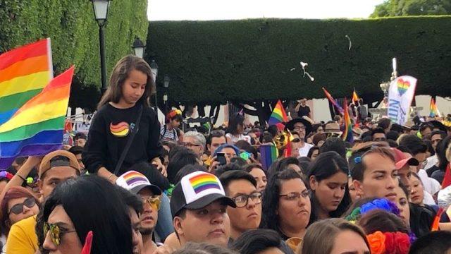 Marchan miles en Querétaro por diversidad sexual y de género