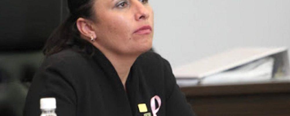 Acusan a diputada de detener bodas gay