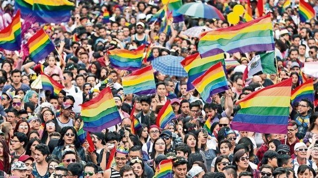 El movimiento LGBT ha sido usado para que olvidáramos la desigualdad social: AMLO